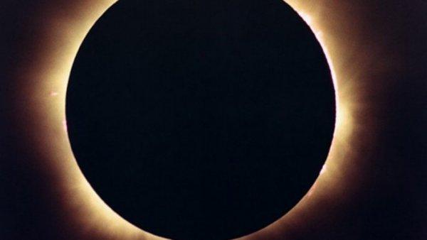 Вечное затмение Солнца. Нибиру остановит вращение Луны 2 июля – уфолог
