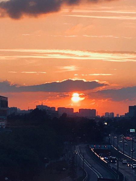 Первый и последний день лета? В Москве пришельцы с Нибиру попали на камеру очевидцев