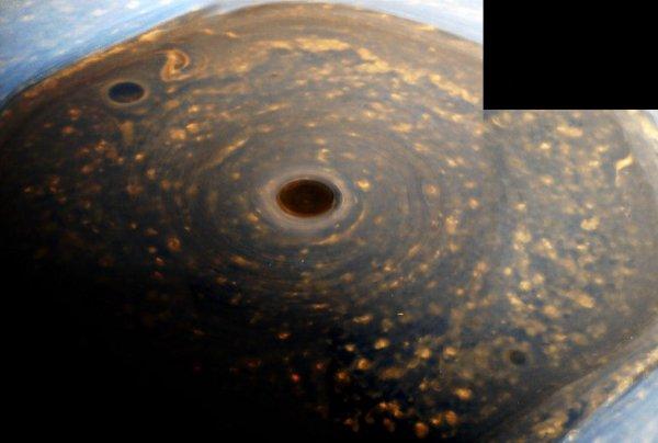 Чудовищный ураган вдвое больше Земли скрывает «мегаполис» пришельцев на Сатурне – уфолог