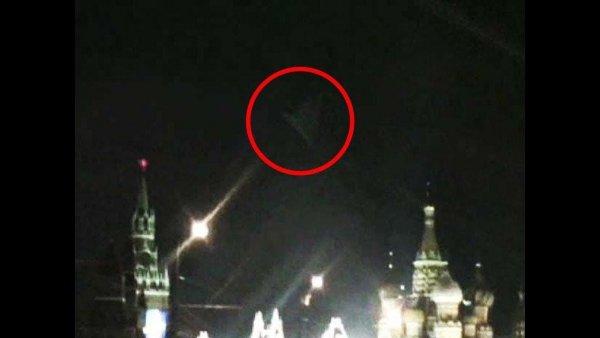 Последний день Столицы: В небе над Кремлём засняли боевой корабль с Планеты Х