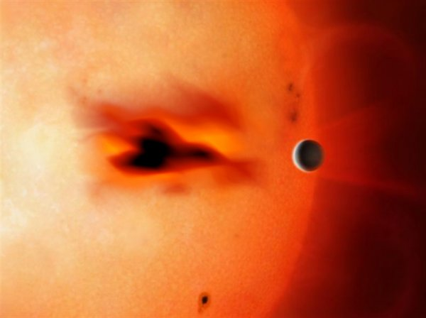 Разоблачена ложь NASA: Уфолог нашёл НЛО на Солнце из-за «ястреба смерти»
