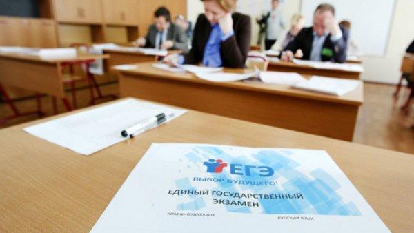 Клеймо «заводского рабочего» не вдохновляет – Все меньше выпускников РФ хотят поступать в вуз