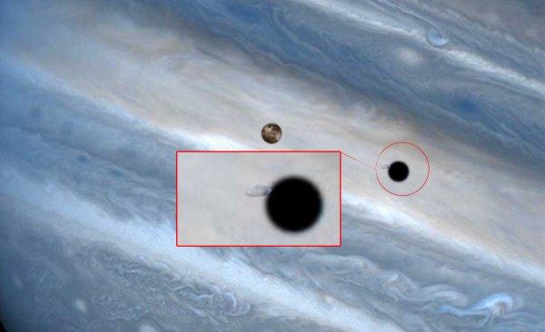 Инопланетная бензоколонка: НЛО «заправляющиеся» возле Юпитера заснял телескоп