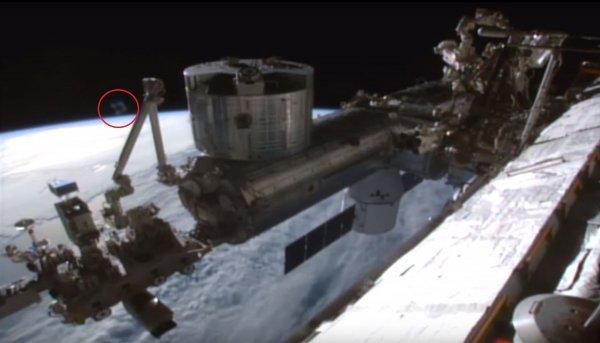МКС под ударом рептилоидов с Нибиру. Возле Земли засняли треугольный истребитель