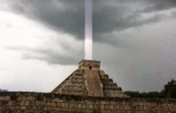 Пирамиды майя примагнитили метеорит: 25-метровая «бомба» летит к Земле