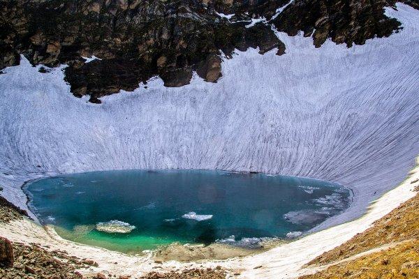 «Озеро скелетов»: Кладбище для путешественников создаёт все больше тайн