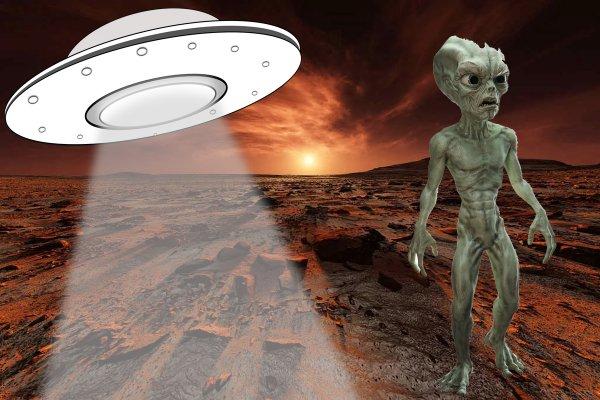 Космические мусорщики: НЛО на Марсе «пылесосит» остатки древних цивилизаций
