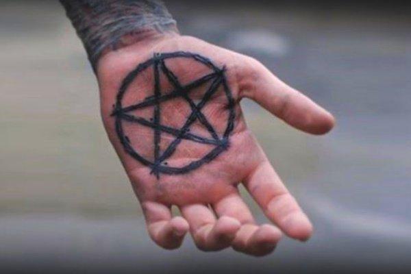 Неудачная мода. Маг рассказал, какие татуировки «отпугивают» счастье