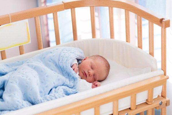 Малыш - защита дома. Эзотерик рассказал, как правильно заговорить кроватку младенца