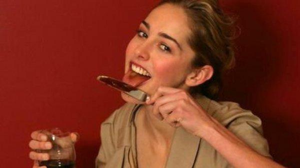 Не ешь с ножа! Еда с лезвия приведёт к потере любимого