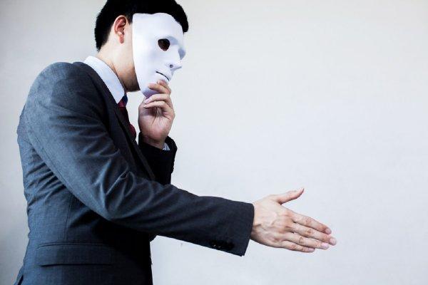 Искусный лжец: какие знаки зодиака умело скрывают обман