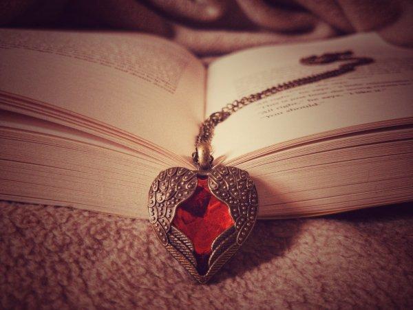 Кулон любви: Как заговор поможет найти любимого, рассказал маг