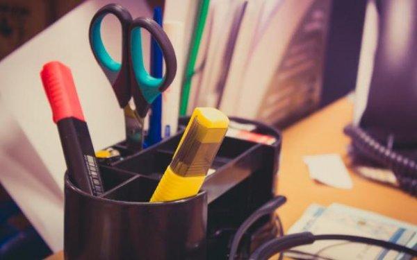 «Отрезать» хорошее настроение: Как канцелярские предметы портят атмосферу на работе