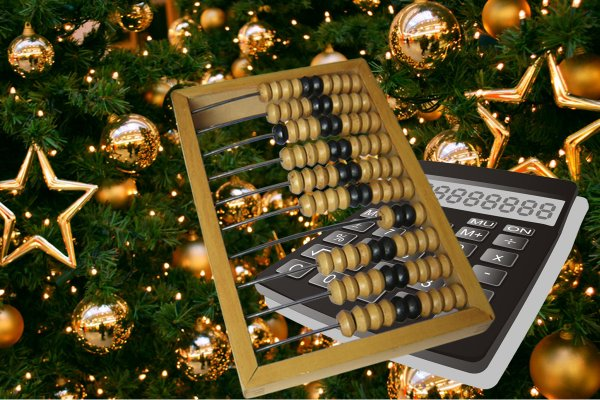 Гадание на шарах: Каким будет новый год подскажет ёлка