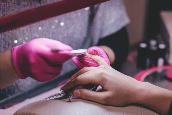 Опасность острых углов: Какие опасности таят длинные ногти