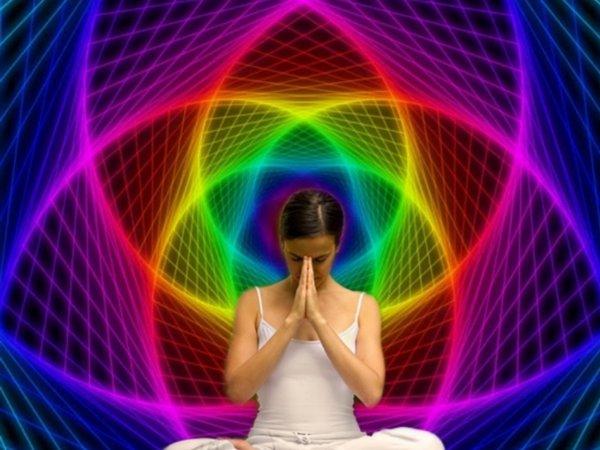«Аура - это внутренний свет» Эзотерик рассказала значения цветов ауры.