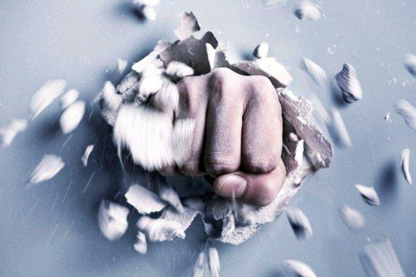 Канадские ученые создали механическую руку, пробивающую стены из гипсокартона