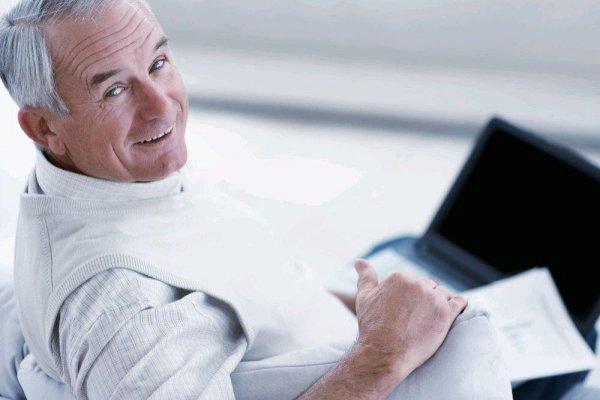 Использование Интернета в пожилом возрасте делает мужчин умнее