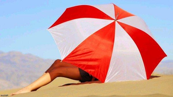 Врачи объяснили, почему с «аллергией на солнце» опасно загорать